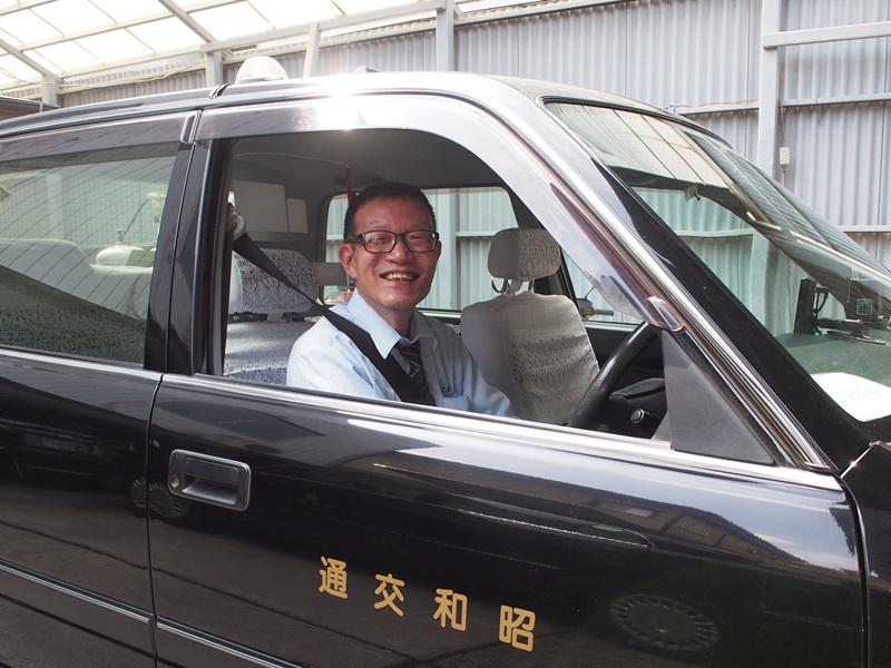運転席で笑顔の島田さん