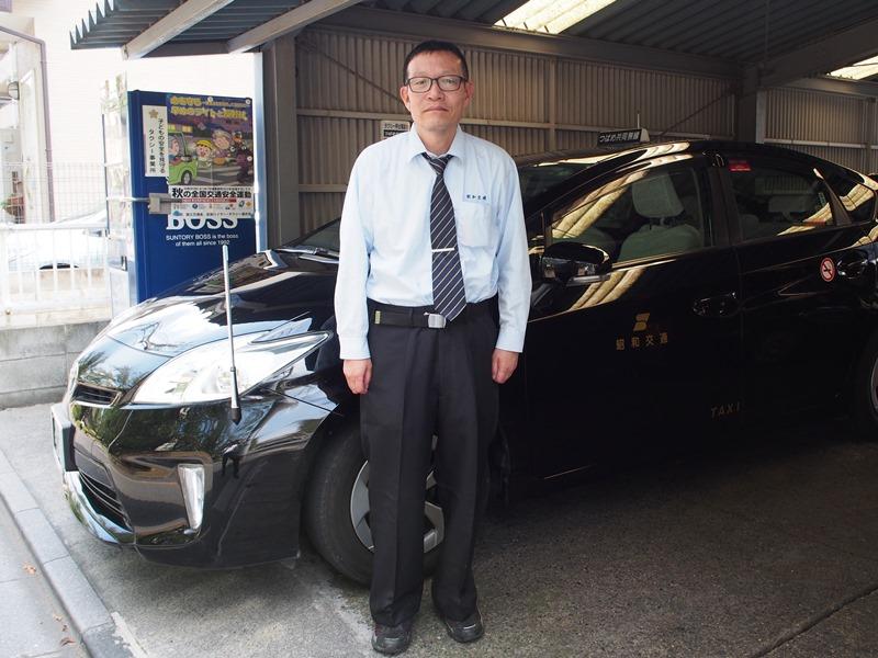 車の前に立つ島田さん